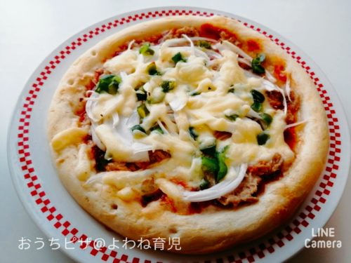 ツナとトマト味のピザ